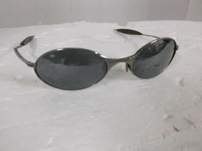 8d2a5d6386 True Vintage Oakley Sunglasses Metal Frame