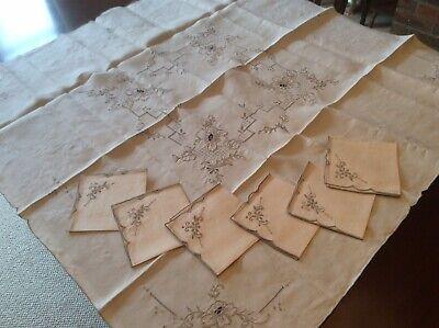 Embroidered & cutwork  Madeira Tablecloth & 6 napkins (J10)