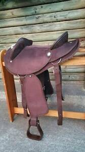 SYNTHETIC SUEDE HALF BREED SWINGING FENDER SADDLE-STOCK/WESTERN Bundall Gold Coast City Preview
