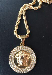 Chaînes et pendentif Versace neuves or plaque 18k