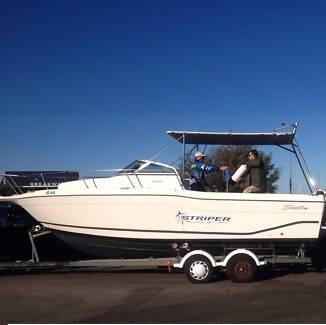 Seaswirl Striper 2600 26ft with honda 225hp 4 stroke