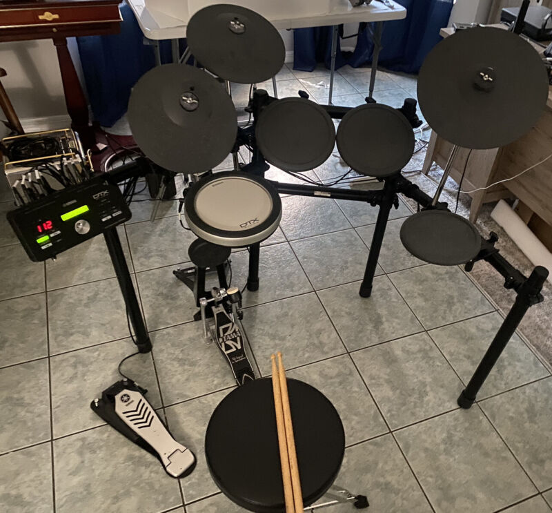 Yamaha Dtx 502 Electronic Drumset.  With Dtx 502 Drum Module.