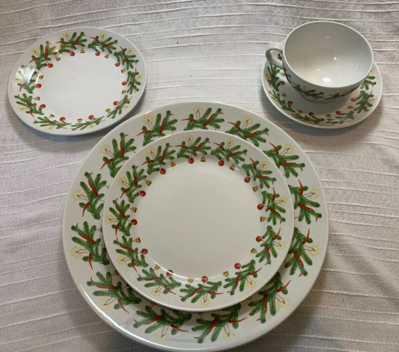 Arabia of Finland Christmas Wreath China Rare Place Setting Plate Tea Cup Lot