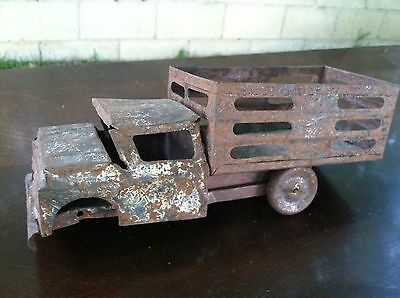VINTAGE ANTIQUE  TRUCK TIN TOY CAR
