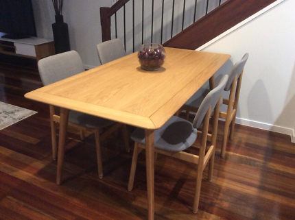 Freedom Dining Table And 6 Chairs