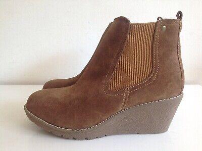 Khombu Chestnut Tan Suede Wedge Ankle Boots Size 6 Memory Foam Insoles Zip Side