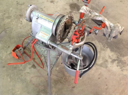 Used Ridgid 300 Pipe Threader Threading Machine - with 318 Oiler and oil