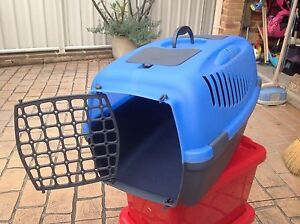 Pet carry box Blackbutt Shellharbour Area Preview