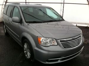 2016 Chrysler Town & Country Touring-L DUAL DVD WITH WIRELESS...