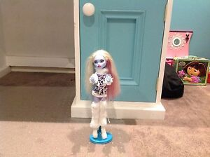 Monster high doll Clyde Casey Area Preview