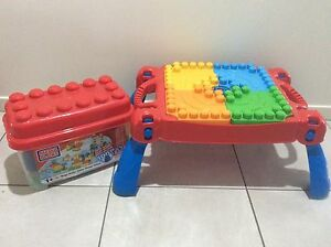 100 pcs Mega Blocks and Play N Go Table Gleneagle Ipswich South Preview
