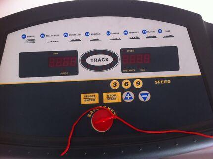 MAXX treadmill great condition Seville Grove Armadale Area Preview