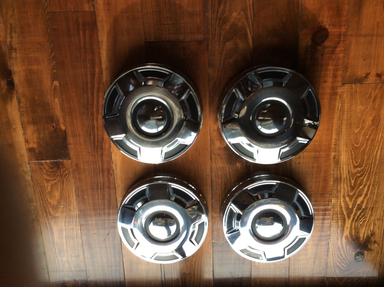 1995-newer nos ford truck hubcaps- 3/4 ton or bigger ?