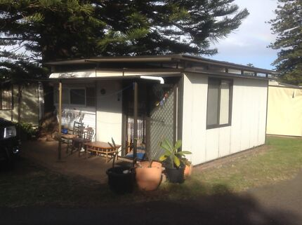 Onsite caravan and annexe 18 foot 1 1/2 hrs south Of Sydney Werri
