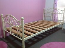 Girls's single bed and mattress Mango Hill Pine Rivers Area Preview