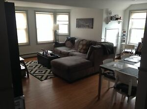 Lovely Bright 2 Bedroom in Downtown available Immediately!