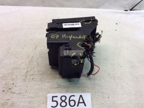 2006-2007 toyota highlander hybrid under hood engine fusebox relay fuse box  586a i