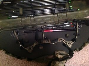 Left hand compound bow