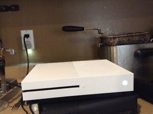 I'm selling an Xbox one S and fall out 4 game  no controller
