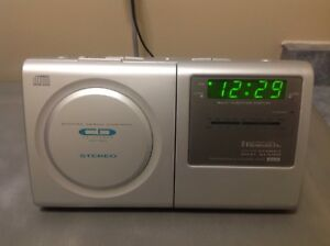 Emerson Research Dual Alarm Clock AM/FM Radio CD Player
