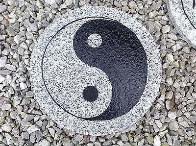 """Trittstein Steinplatte """"Yin Yang"""" Granit Deko für Garten Steingarten"""