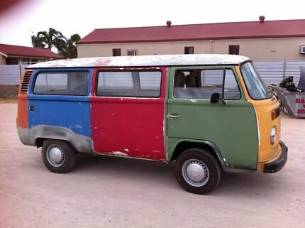 8ed37b9576 1975 Volkswagen Kombi Transporter