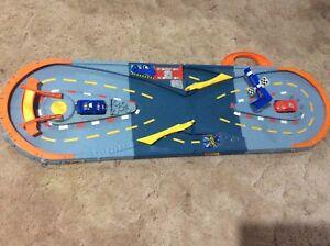 Kids toy race track