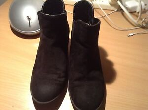 Size 4 Girls winter boots Gawler East Gawler Area Preview