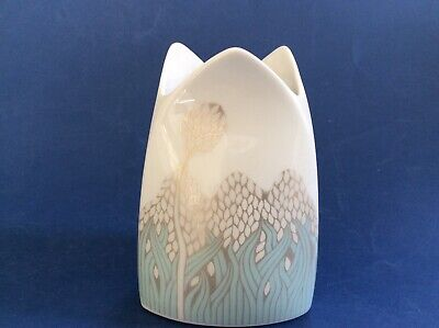 """Kaiser German Porcelain Vase """" Dorico"""" with stylised Leaves and flowers 1512/4"""
