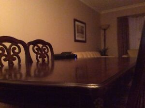 Dinning room table 1375$