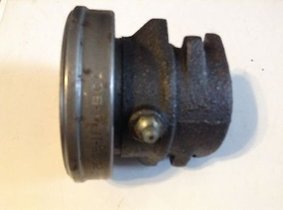 480520c91 - A New Throwout Bearing And Carrier For A Case 430 530 630 Tractors