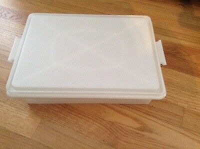 Vintage TUPPERWARE Rectangular Cake/Cup Cake Keeper/Carrier 13x9x3 #622-1 -