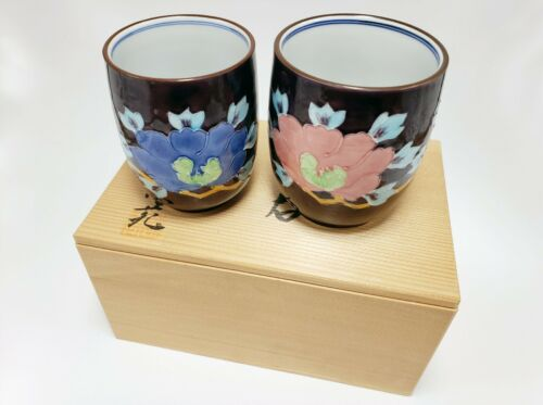 SET OF 2 HAND PAINTED Japanese CUPS IN A DECORATIVE BOX