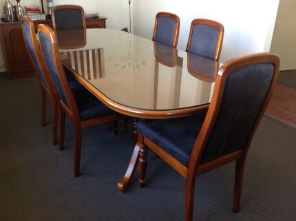 Elegant Dining Table Extendable With 6 Matching Chairs