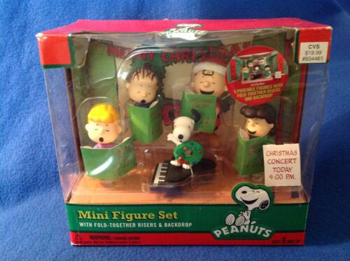Peanuts Mini Figure Set Charlie Brown Christmas Concert with Play Stage - New!
