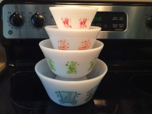 FEDERAL 4 MILK GLASS MIXING BOWL SERIIE CIRCUS
