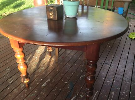 Cedar dining table. dining table in Canberra Region  ACT   Antiques  Art