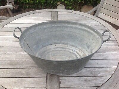 VINTAGE GALVANISED TUB FOR GARDEN PLANTER OR DECOR USED