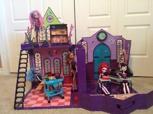 Monster High School set with 6 dolls