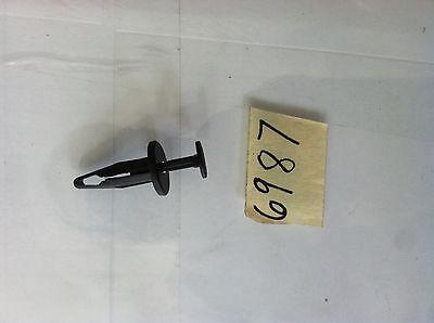 2000-2011 CHRYSLER GRAND VOYAGER RETAINER OEM Genuine 4857108