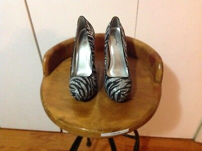 Qupid Stiletto style shoes-Black and Grey Glitter Stripes-Size 9-5.5 Inch Heel