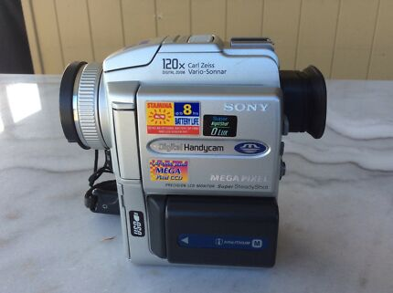 Sony Digital Video Camera Recorder DCR-PC110E