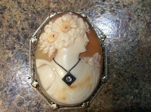 ANTIQUE VINTAGE 14K GOLD CAMEO BROOCH WITH DIAMOND