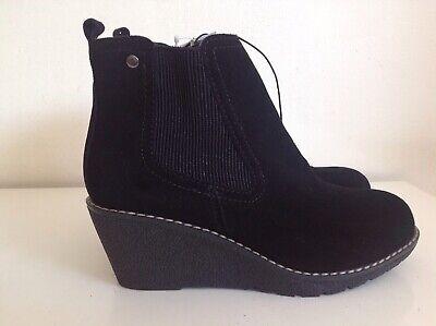 Khombu Black Suede Zip Side Wedge Chelsea Boots Size 4 'Liz' Memory Foam Insole