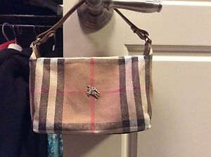 Authentic Burberry handbag  Edmonton Edmonton Area image 3