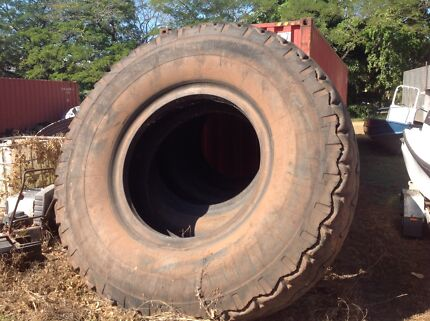 Earthmover tyres Tumbling Waters Litchfield Area Preview