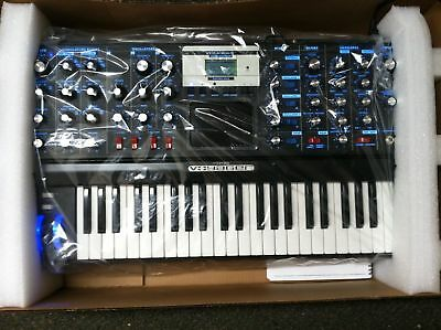 Moog Minimoog Voyager Electric Blue Analog Synth V3 New   Armens
