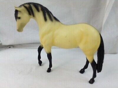 Breyer Horse Yellow Dun Quarter Horse Stallion Plastic Breyer Moulding Co USA (Yellow Quarter Horse)