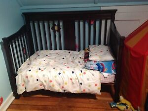 Convertible crib and toddler bed