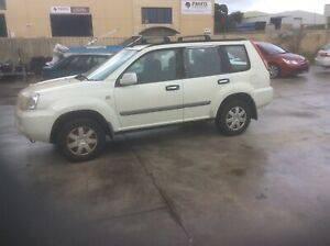 NISSAN X-TRAIL ST ALL MODE 4X4 SUV.